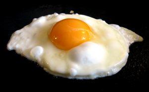 a photo of a fried egg.